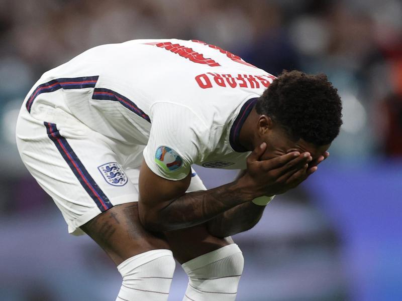 Reagierte mit einer emotionalen Botschaft auf die Anfeindungen gegen ihn und seine Teamkollegen: Englands Marcus Rashford. Foto: Carl Recine/Pool Reuters/dpa