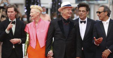 Regisseur Wes Anderson(l-r), Tilda Swinton, Bill Murray, Benicio Del Toro sowie Filmkomponist Alexandre Desplat in Cannes. Foto: Vianney Le Caer/Invision/AP/dpa