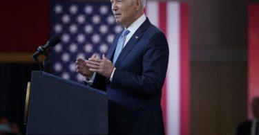 Biden will sich für eine bislang von den Republikanern blockierte Reform des Wahlrechts einsetzen. Foto: Evan Vucci/AP/dpa