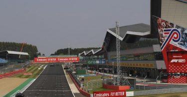 Mit dem erstmaligen Experiment des Sprints beim Grand-Prix-Wochenende in Silverstone hofft die Formel 1 auf mehr Vollgas-Action. Foto: Bryn Lennon/PoolGetty/AP/dpa