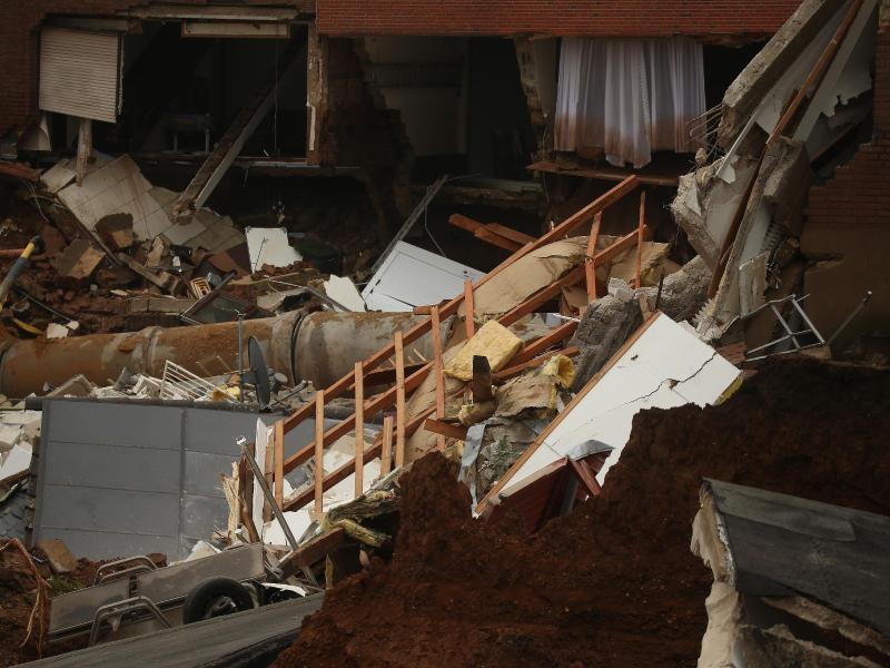 Trümmer eingestürzter Häuser in Erftstadt. Foto: David Young/dpa