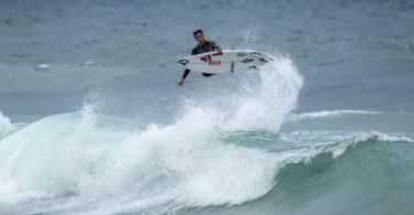 Der Surfer Leon Glatzer in Aktion. Bei den Olympischen Spielen in Tokio kämpfen erstmals Wellenreiter um Medaillen. Foto: Andrew Christie/Deutscher Wellenreit-Verband/dpa