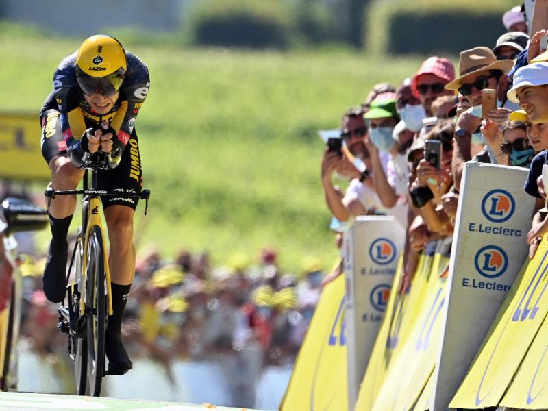 Wout Van Aert hat das Zeitfahren am vorletzten Tour-Tag gewonnen. Foto: Pete Goding/BELGA/dpa