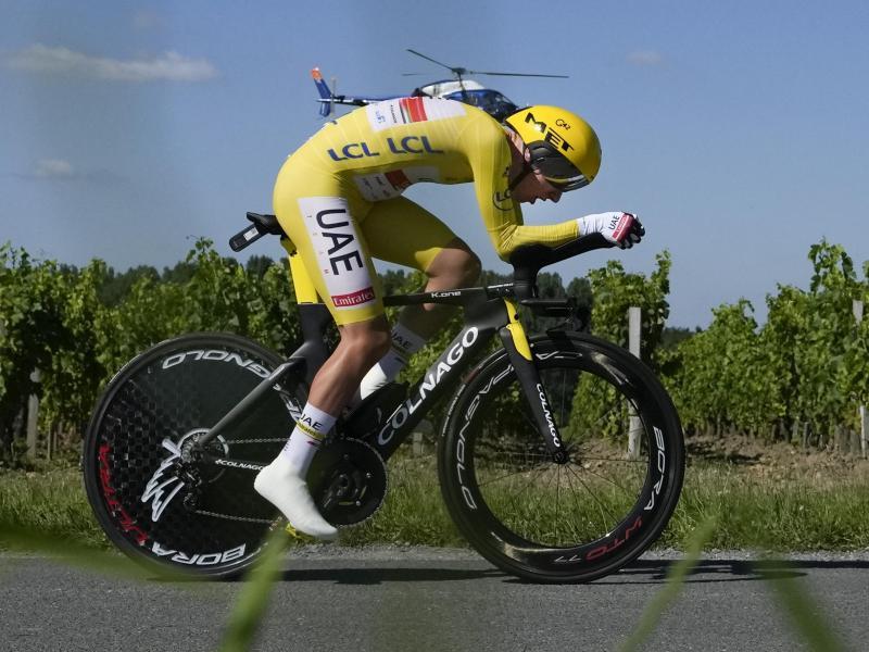 Tadej Pogacar ließ auch beim Zeitfahren nichts anbrennen. Foto: Christophe Ena/AP/dpa