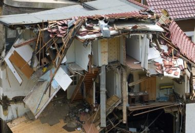 Häuser im Ahrtal im Ortsteil Walporzheim sind zerstört. Bundesfinanzminister Olaf Scholz hat angesichts der Katastrophe Soforthilfen in dreistelliger Millionenhöhe in Aussicht gestellt. Foto: Thomas Frey/dpa