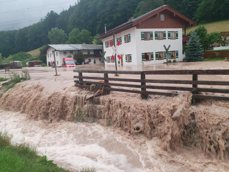 Der Landkreis Berchtesgadener Land hat nach starkem Regen den Katastrophenfall ausgerufen. Foto: Kilian Pfeiffer/dpa
