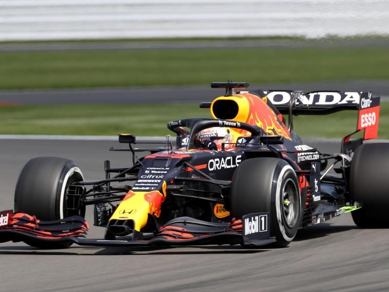 Für WM-Spitzenreiter Max Verstappen war der Silverstone-Grand-Prix früh beendet. Foto: Bradley Collyer/PA Wire/dpa