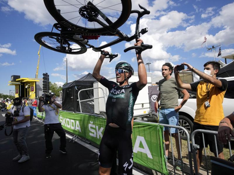 Einziger deutscher Etappensieger der Tour de France 2021: Nils Politt. Foto: Christophe Ena/AP/dpa