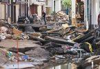 In Bad Münstereifel hat die über die Ufer getretene Erft erhebliche Schäden angerichtet. Foto: Oliver Berg/dpa