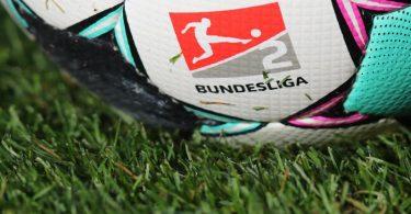 Mit der Partie FC Schalke 04 gegen den Hamburger SV startet die 2 Liga am 23. Juli in die neue Saison. Foto: Daniel Karmann/dpa