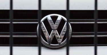 Kläger haben auch Anspruch auf Schadenersatz von VW, wenn sie das Auto weiterverkauft haben. Foto: picture alliance / Lino Mirgeler/dpa
