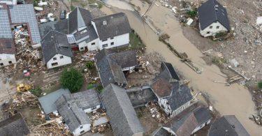 Weitgehend zerstört und überflutet ist das Dorf Schuld im Kreis Ahrweiler. Foto: Boris Roessler/dpa