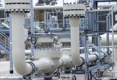 Rohrsysteme und Absperrvorrichtungen in der Gasanlandestation von Nord Stream 2 in Lubmin, Mecklenburg-Vorpommern. Foto: Jens Büttner/dpa