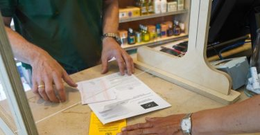 Der digitale Impfnachweis war bisher auch in Apotheken erhältlich. Foto: Jörg Carstensen/dpa
