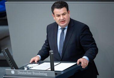 Arbeitsminister Hubertus Heil sieht die CDU nach dem Abschied von Bundeskanzlerin Angela Merkel auf dem Weg in die «soziale Kälte». Foto: Bernd von Jutrczenka/dpa