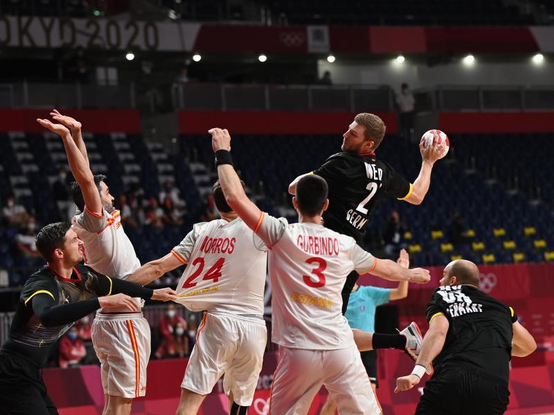 Deutschlands Philipp Weber (oben, r) in Aktion. Foto: Swen Pförtner/dpa