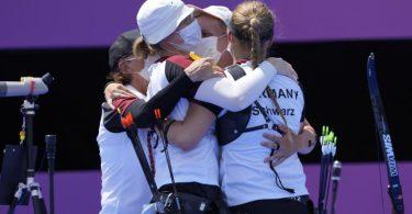 Die deutschen Bogenschützinnen sind in Tokio ins Halbfinale eingezogen. Foto: Alessandra Tarantino/AP/dpa