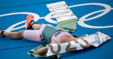 Triathlet Kristian Blummenfelt gewinnt Gold über die olympische Distanz. Foto: Sebastian Gollnow/dpa