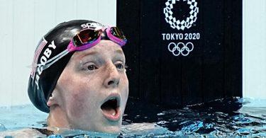 Die 17-jährige Lydia Jacoby konnte ihren Olympiasieg über 100 Meter Brust selbst kaum fassen. Foto: Michael Kappeler/dpa