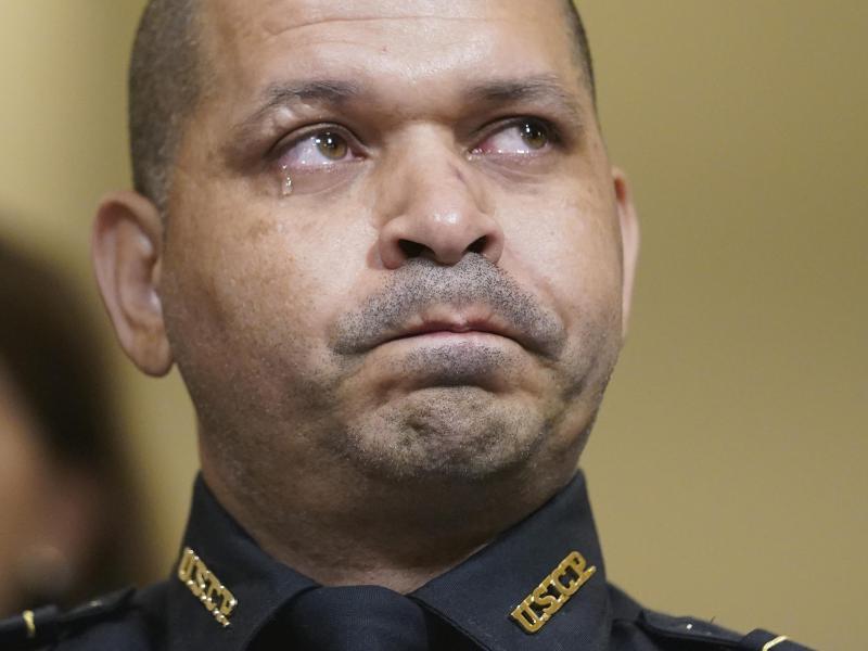 Aquilino Gonell, Polizist beim «United States Capitol Police Department» (USCP), bei der Anhörung des Untersuchungsausschusses. Foto: Andrew Harnik/AP Pool/dpa