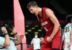 Basketballer Moritz Wagner jubelt über den Sieg gegen Nigeria. Foto: Swen Pförtner/dpa