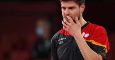 Dimitrij Ovtcharov unterlag dem chinesischen Superstar Ma Long knapp in sieben Sätzen. Foto: Friso Gentsch/dpa