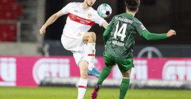 VfB-Stürmer Sasa Kalajdzic (l) wurde positiv auf das Coronavirus getestet. Foto: Tom Weller/dpa