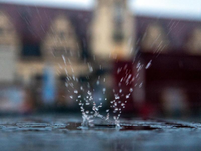 Immer wieder gab es i Juli Unwetter mit Stark- und Extremregen. Foto: Hendrik Schmidt/dpa-Zentralbild/dpa