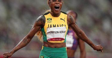 Jamaikas Elaine Thompson-Herah feiert olympisches Gold über 100 Meter. Foto: Michael Kappeler/dpa