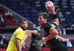 Die Handballer um Uwe Gensheimer (r) taten sich schwer. Foto: Swen Pförtner/dpa