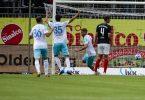 Simon Terodde (3.v.l.) machte die ersten beiden Schalker Tore in Kiel. Foto: Frank Molter/dpa