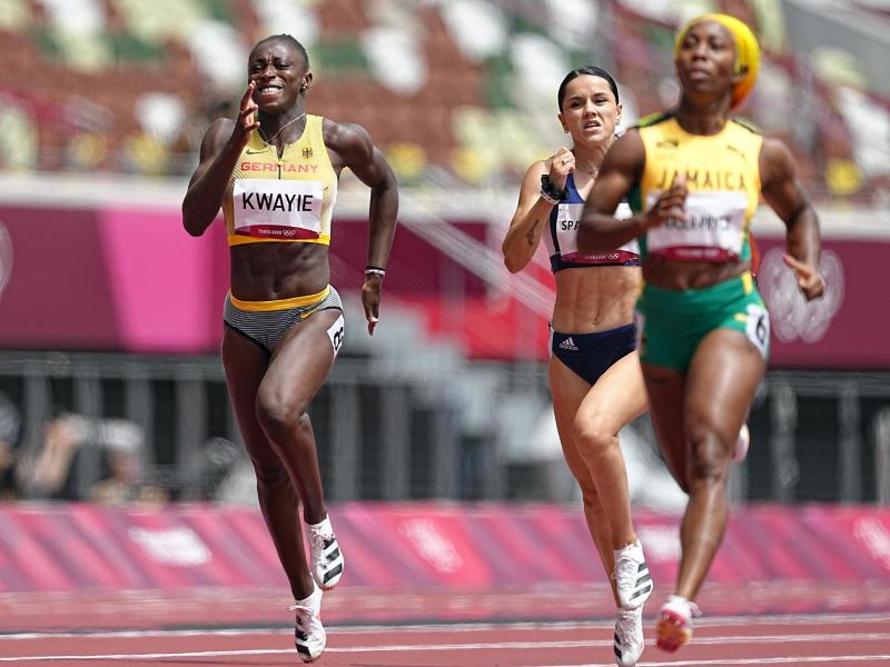 Lisa-Marie Kwayie (l) ist über 200 Meter ins Halbfinale gesprintet. Foto: Michael Kappeler/dpa