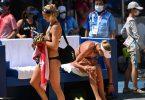 Die Beachvolleyballerinnen Laura Ludwig (i) und Margareta Kozuch sind im Viertelfinale ausgeschieden. Foto: Marijan Murat/dpa
