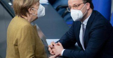 Bundeskanzlerin Merkel im März zusammen mit Gesundheitsminister Spahn im Bundestag. Foto: Kay Nietfeld/dpa