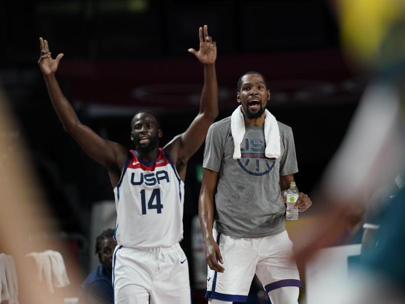 Die US-Basketballer um Kevin Durant (r) und Draymond Green stehen im Finale. Foto: Eric Gay/AP/dpa