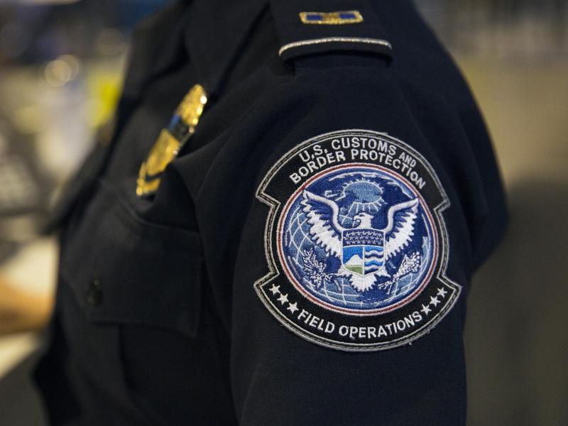 Ärmelabzeichen eines Beamten der Zoll- und Grenzschutzbehörde der USA. Foto: Glenn Fawcett/CBP/Department of Homeland Security/dpa-tmn