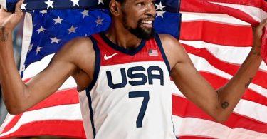 Basketball-Star Kevin Durant hat mit dem US-Team die Goldmedaille gewonnen. Foto: Swen Pförtner/dpa