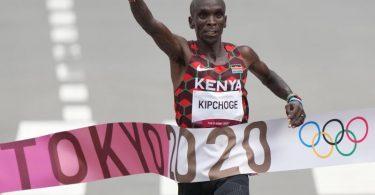 Der Kenianer Eliud Kipchoge gewann souverän den olympischen Marathon. Foto: Ju Huanzong/XinHua/dpa