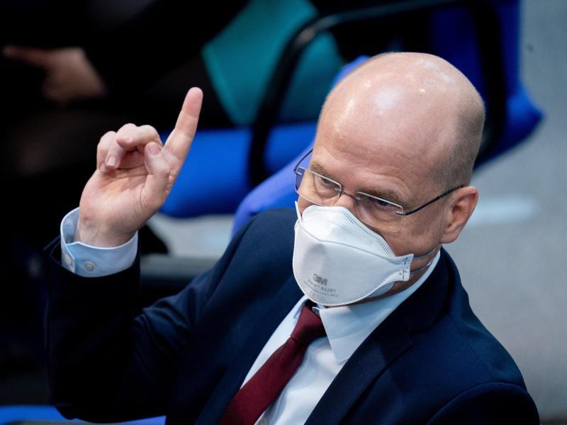 «Ein Restrisiko wird bleiben, aber damit müssen wir dann umgehen», sagt CDU-Politiker Ralph Brinkhaus über die Zukunft mit demCoronavirus. Foto: Kay Nietfeld/dpa