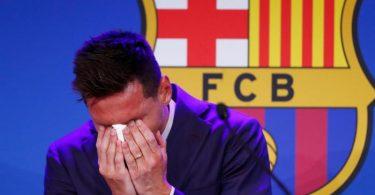 Lionel Messi verlässt den FC Barcelona und war zu Beginn der Pressekonferenz sichtlich ergriffen. Foto: Joan Monfort/AP/dpa