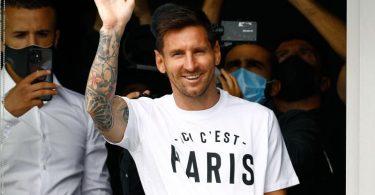 Bonjour Paris: Superstar Lionel Messi nach seiner Ankunft in Frankreichs Hauptstadt. Foto: Sameer Al-Doumy/AFP/dpa