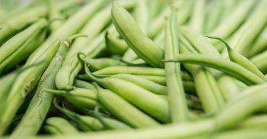 Bohnen dürfen nicht roh gegessen werden, da sie Blausäure enthalten. Sie wird erst durch das Abkochen der Bohnen zerstört. Foto: Robert Günther/dpa-tmn