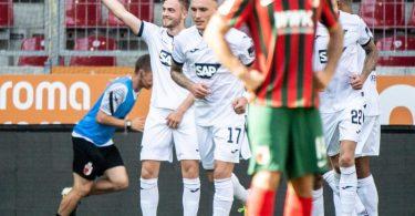Die Hoffenheimer feiern das 1:0 von Jacob Bruun Larsen (l). Foto: Matthias Balk/dpa