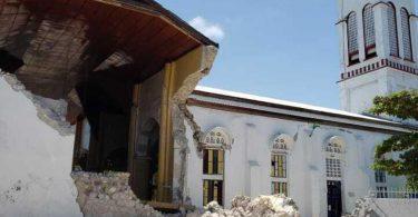 Eine beschädigte Kirche im Les Cayes auf Haiti. Foto: Delot Jean/AP/dpa