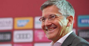 Der FC-Bayern-Präsident Herbert Hainer denkt über eine Gehaltsobergrenze im Profifußball nach. Foto: Sebastian Widmann/Getty Images Europe/ FC Bayern München/dpa