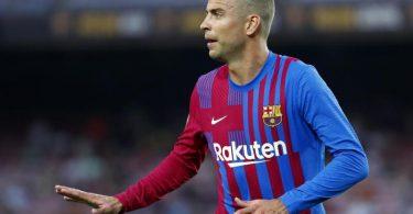 Die vier Kapitäne des FC Barcelona um Gerard Piqué verzichten zukünftig auf Gehalt. Foto: Joan Monfort/AP/dpa