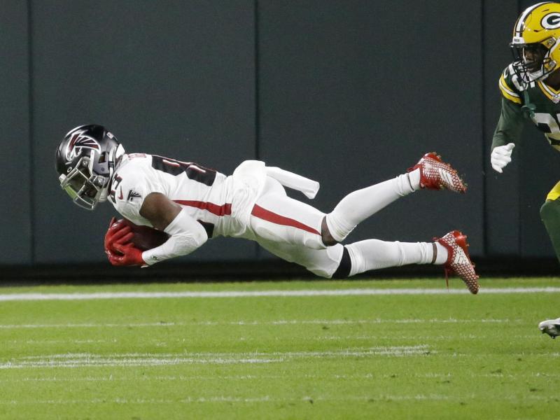 Das Team der Atlanta Falcons um Wide Receiver Russell Gage (l) ist vollständig geimpft. Foto: Mike Roemer/AP/dpa