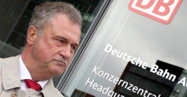GDL-Chef Claus Weselsky bei der Protest-Kundgebung der Lokführer-Gewerkschaft vor dem Bahn-Tower am Potsdamer Platz in Berlin. Foto: Wolfgang Kumm/dpa
