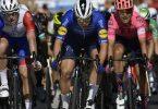 Holte sich bei der Vuelta bereits den zweiten Etappensieg: Fabio Jakobsen (M). Foto: Alvaro Barrientos/AP/dpa