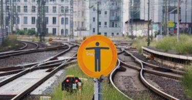 Die Lokführergewerkschaft GDL will ihren Streik wie geplant durchziehen. Foto: Julian Stratenschulte/dpa